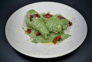 Rabbit with sun-dried tomatoes and spinach in creamy sauce