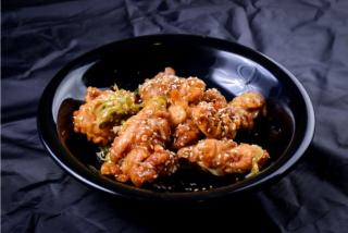 Carne de Pui prajit cu sos Teriyaki si susan.