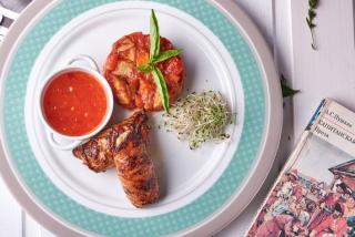 Куриный рулет с томатами  и овощным рагу
