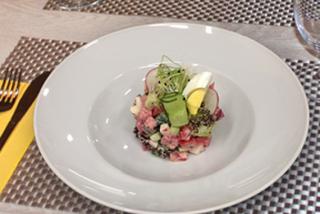Летний салат с редисом