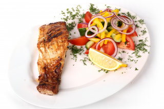 Salmon with salad of fresh vegetables