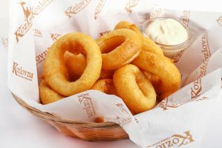 Луковые кольца фри с чесночным соусом