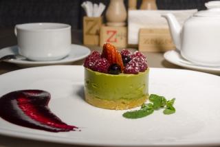 Matcha cheesecake with berries