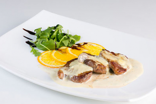 Medallions of veal with gorgonzola sauce
