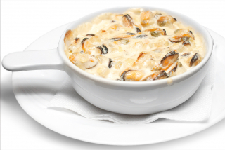 Mussels baked in a creamy sause
