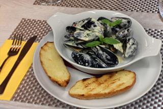 Мидии черноморские в сливочном соусе с чили