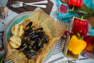 Mussels baked in a spicy sauce