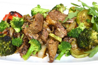 Beef with broccoli and vegetables
