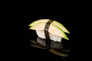 Нигири с авокадо