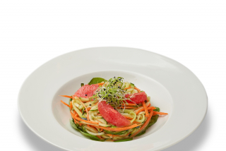 Noodles with grapefruit and vegetables