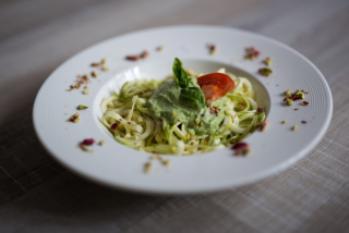 Pasta RAW from zucchini with avocado sauce