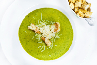 Spinach and shrimps cream-soup