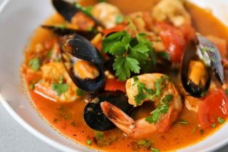 Mussels and shrimp sagonaki with tomato sauce