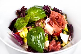 Salată à la caprese