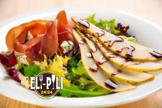 Mixed greens salad with pear and prosciutto