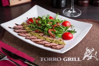 Салат «Torro» c ростбифом и рукколой