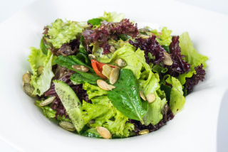 Green salad with pumpkin seeds