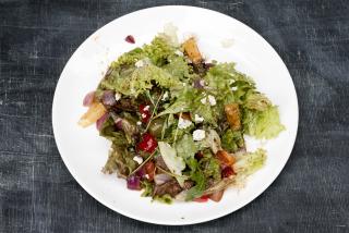 Salată cu ficat de pui și fructe