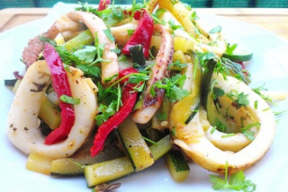 Salad with vegetables and calamari