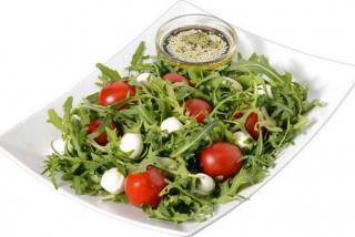 Salad with rucola, mozzarella and tomatoes