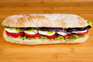 Sandwich with pesto and mozarella (vegetarian)