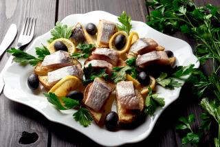 Сельдь с печеной картошкой
