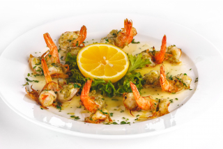 """Butterfly prawns with """"Champagne"""" sauce"""