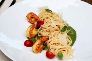Спагетти со шпинатом и креветками