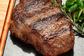 Steak grand ribeye