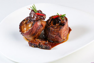 Pork medallions in bacon with fig sauce