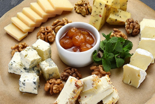 Plate of cheeses for white wine