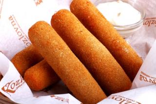 Сырные палочки моцарелла фри c соусом базилик