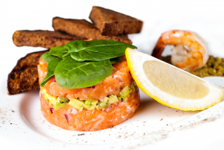 Salmon avocado tartare