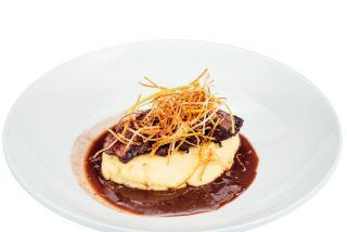 Veal cheeks in wine sauce and parmesan mousse