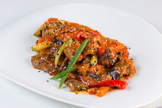 Veal with vegetables in Thai