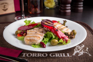 """Warm salad """"Grill"""" with chicken"""