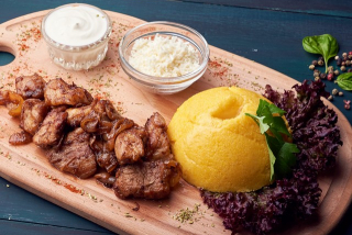 Tocana of chicken with pork