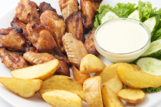 Chicken wings with cheese sauce