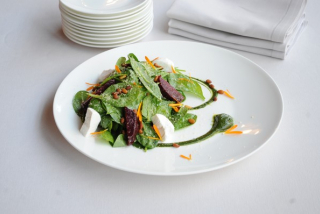 Vitamin Overdose with spinach, beet & goat cheese
