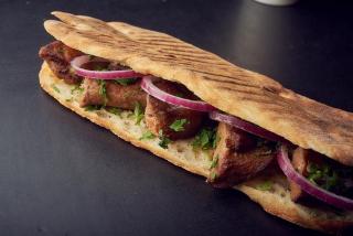 YAMMI GRILL PORK свиное мясо в хлебе на гриле