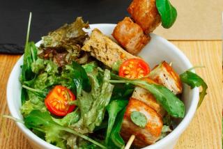 Salată verde cu burtă de porc