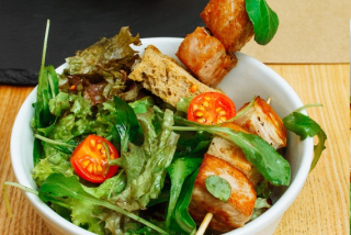 Green salad with stewed pork belly